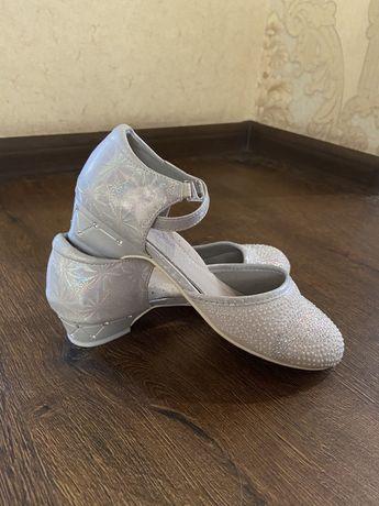 Детские туфли для праздника