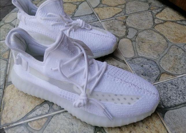 Кроссовки Adidas Yeezy Boost, 45 размер