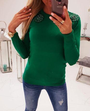 Sweterek zielony z cyrkoniami