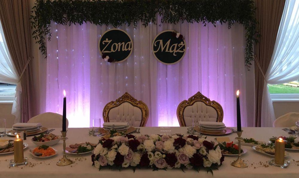 Dekoracje sali,kościoła,napis Miłość,Love,biały dywan,krzesła chiavari