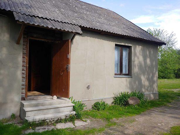 Dom na wsi z dużą działką i budynkami gospodarczymi