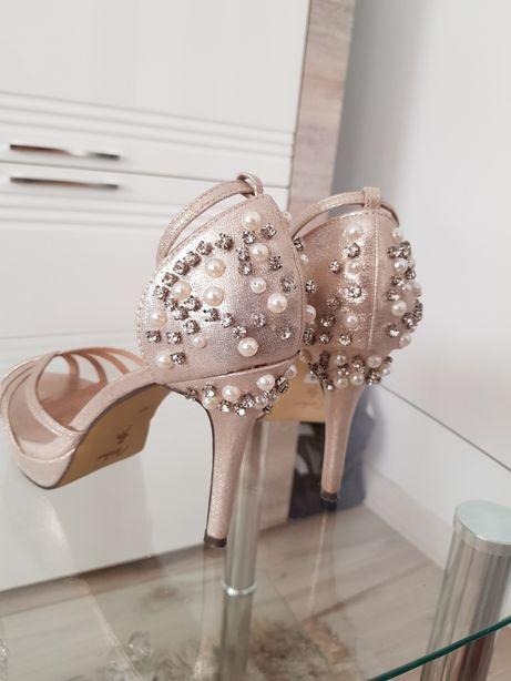 Buty do ślubu Menbur złote