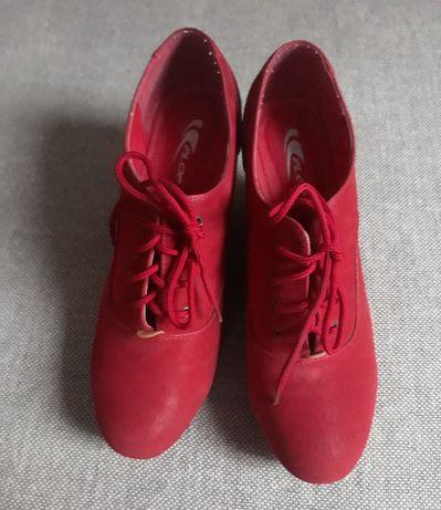 botki czerwone koturny wiązane 41