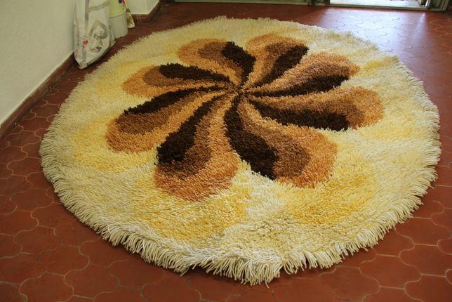 Carpete redonda.
