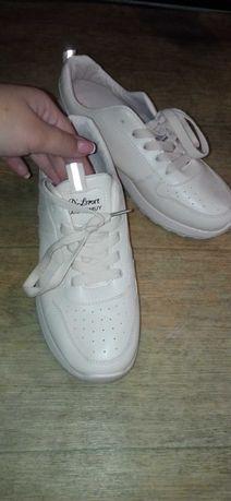 Новые женские кроссовки 40р