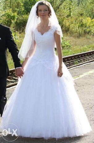 Piękna suknia ślubna Princessa + piękny welon