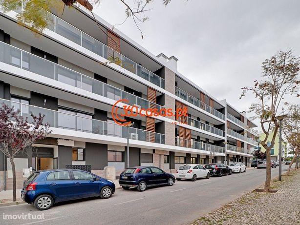 Apartamento T3 novo com piscina, garagem e arrecadação em Faro