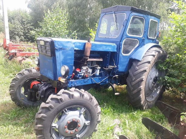 Трактор Т 40 Ам .причеп. плуг. дискова борона.