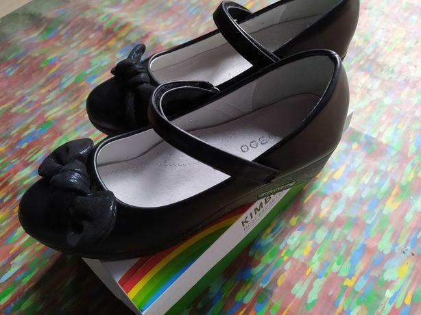 Майже нові туфлі для дівчинки (34 розмір)