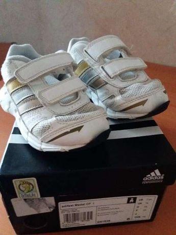 Ténis Adidas 24