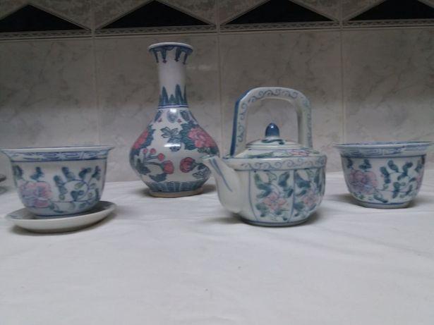 Conjunto de loiça decorativa pintada na china