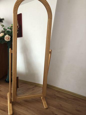 Duże stojące lustro