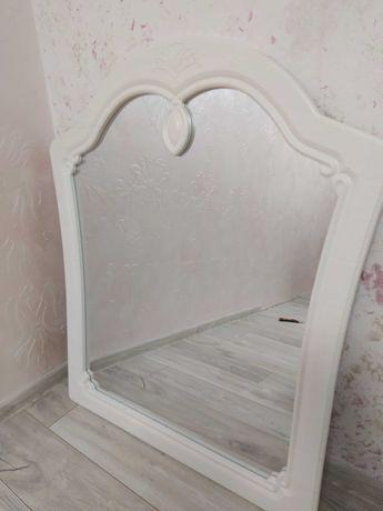 Зеркало в деревянной рамке новое
