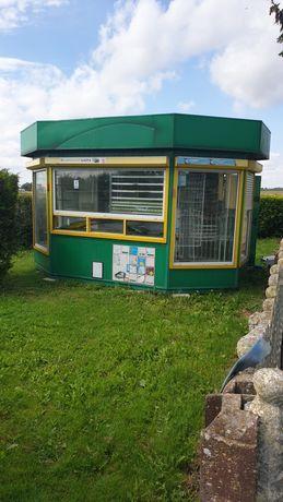 Kiosk Handlowy  z pełnym wyposażeniem z klimatyzacją