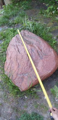 duży kamień skalniak