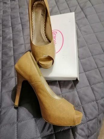 Beżowe buty szpilki 36 Jenny Fery