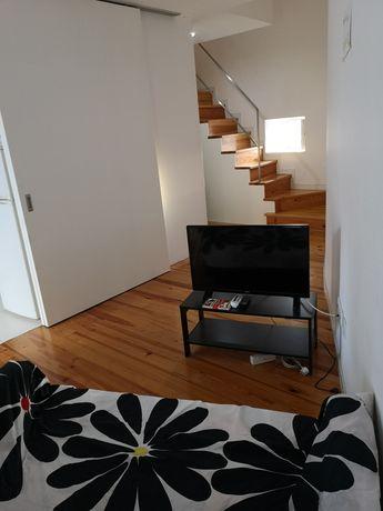 Apartamento T2 equipado, com 2wc's, AC, zona central, a 1 minuto da UC