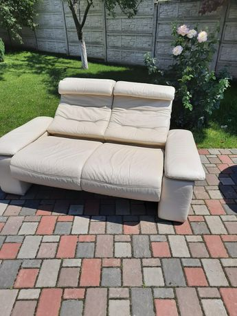 Шкіряний диван напіврозкладний