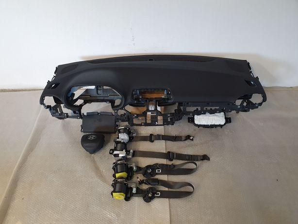 Hyundai I30 N nowy model deska rozdzielcza konsola airbag pasy