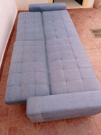 Sofá cama azul usado
