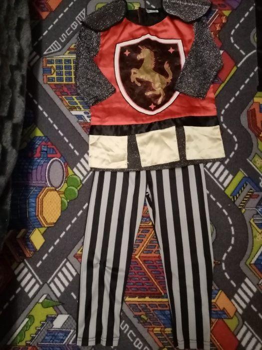 Strój karnawałowy Rycerz, koszulki, bluzy ok 4-6 lat Rzeszów - image 1