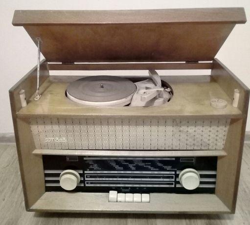 Zabytkowe stare radio Sonata z gramofonem . Antyk