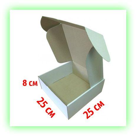 Белая картонная коробка самосборная подарочная 250х250х80 для подарка