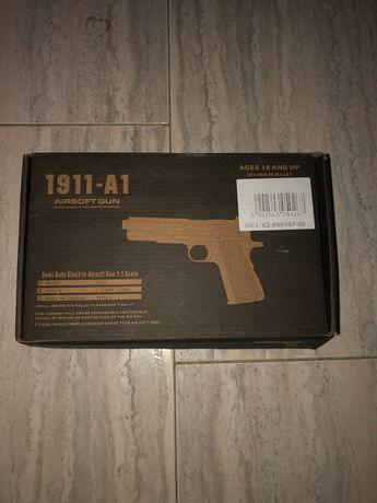 Colt 1911-A1 desmontada com todas as peças
