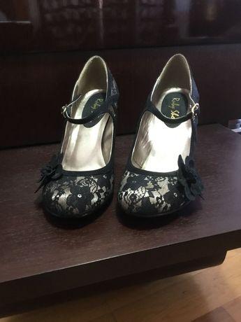 Sapatos altos de cerimónia
