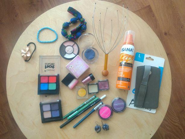 Zestaw kosmetyków i gadżetów