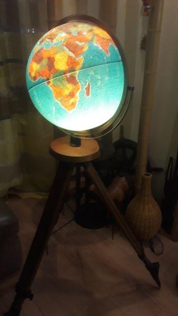 Stary Duzy globus na statywie