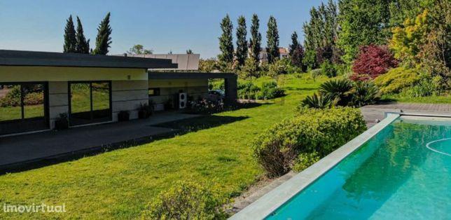 Moradia térrea V3 de 4 frentes de arquitetura contemporânea de luxo