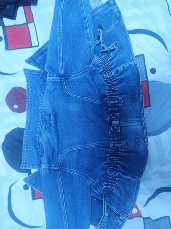 Продам детскую джинсовую куртку ,на девочку ,в хорошем состоянии.