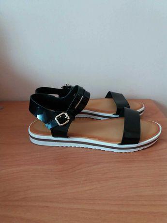 Nowe czarne sandały lakierowane paski 39 wkładka 25.5 na wąską stopę