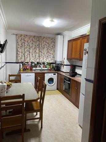 Apartamento T3 usado muito bem estimado