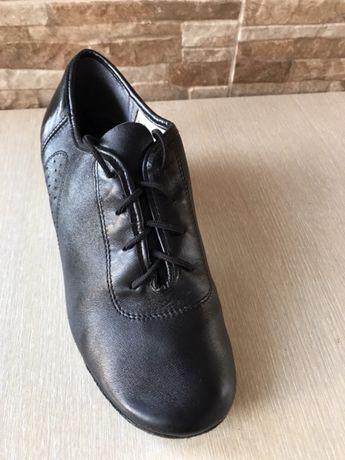 Танцювальні туфлі
