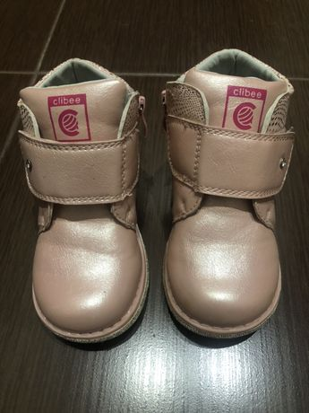 Продам ортопедические демисезонные ботинки 25 размер