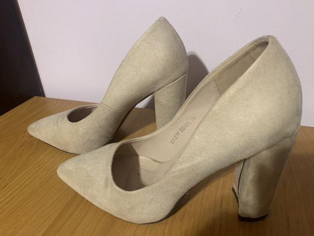 Bezowe buty rozmiar 38