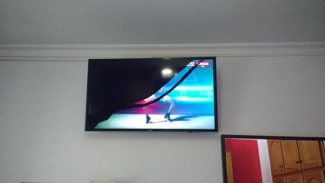 """SmartTV Samsung 40"""" Ecrã """"Estalado"""""""