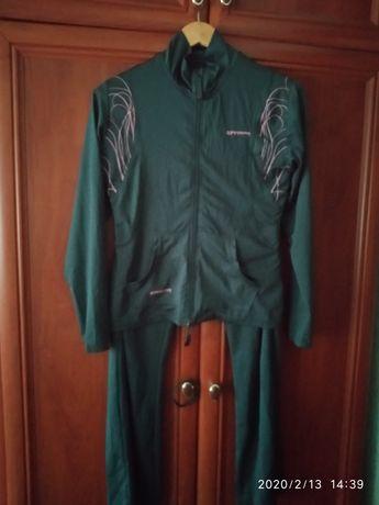 Продам почти новый спорт.костюм 48рамер.