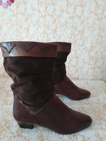 Гарні шкіряні чобіткі,підійдуть на високій підйом,р 40 ст 26 см.