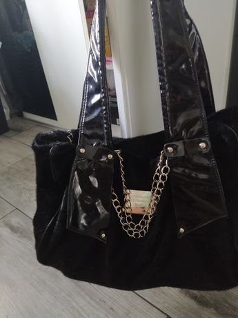 Sprzedam torebkę DOLCE GABBANA Czarną pojemną na zamek .