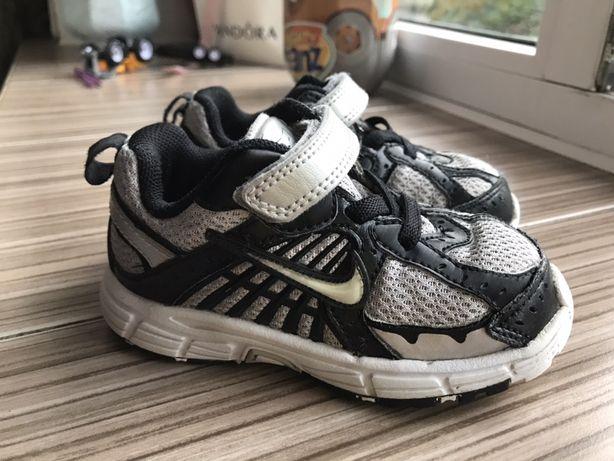 Кроссовки Nike 23,5 размер