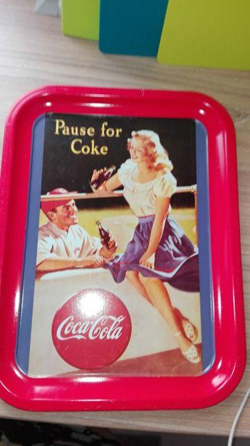 czerwone dodatki do kuchni, puszka, taca, wyjatkowy prezent, coca-cola