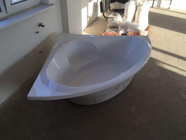 Продам угловую ванну