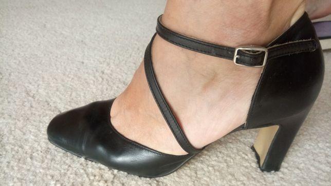 buty ze skóry czarne ,obcas,koturn,ryłko