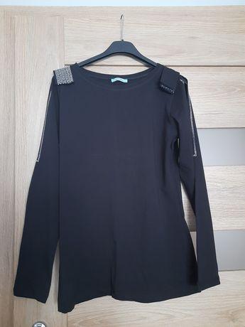 Bluzka czarna z wycięciami