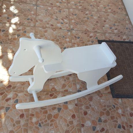 Baloiço cavalo para crianças em madeira
