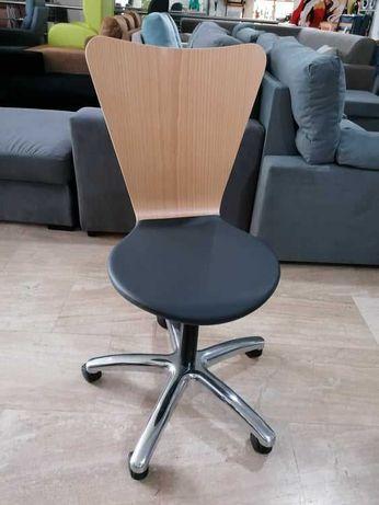 Cadeira tipo Jacob em mono casco madeira com estofo