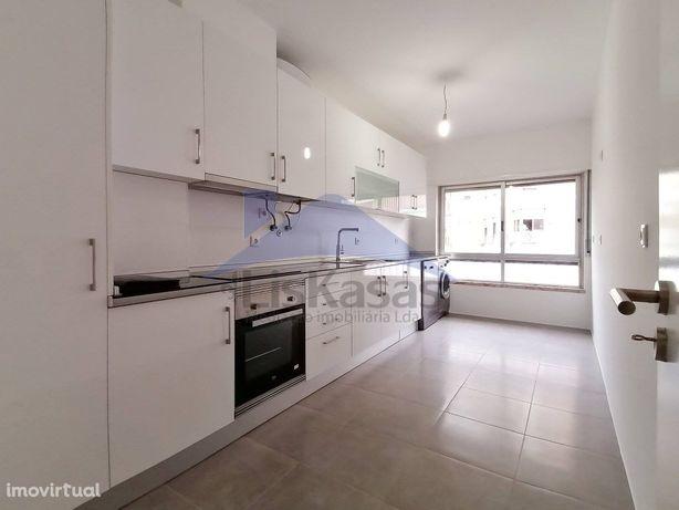 Apartamento T2 remodelado, com 80 m2 no Centro de Odivelas